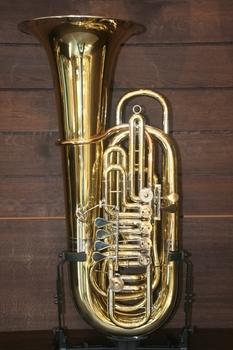 Vogt_Instruments-Shop-f-tuba-gebr-alexander-6-ventile-modell-walter.jpg